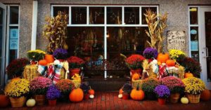 covens-cottage-salem-fall-display